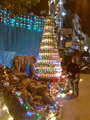 Pajangan pohon Natal di Jalan Diponegoro, Urimessing, Ambon