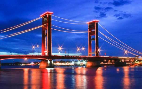 jembatan-ampera-dan-sungai-musi-dodaholiday.com1