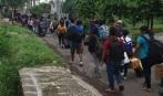 Para mahawiswa asal Sumba, NTT yang pulang ke kampung halaman, 23 Maret 2016 lalu, karena ketakutan pasca peristiwa pembunuhan terhadap mahasiswa Maluku Nasehan Leplepem atau Moger, di kampus Universitas Wisnuwardana, Malang, Minggu dini hari (20/3/2016). foto oleh erik