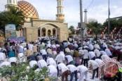 Suasana salat Idul Adha 1437 Hijriah di Masjid Alfatah Ambon, Senin (12/9/2016). Foto: Antara/Jimmy Ayal
