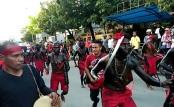 Tarian Cakalele yang merupakan salah satu budaya di Maluku yang ikut berpartisipasi dalam event Karnaval budaya multi etnik nusantara yang digelar Balai Pelestarian Nilai Budaya (BPNB) Maluku di Ambon, Kamis (8/9/2016).